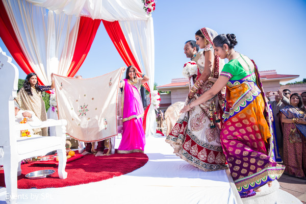 indian wedding mandap,indian bride,indian wedding gallery,indian wedding ceremony