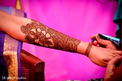 indian pre-wedding celebrations,indian wedding mehndi party,mehndi artist
