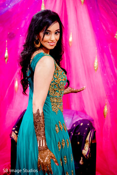 indian pre-wedding celebrations,indian wedding mehndi party,indian bride