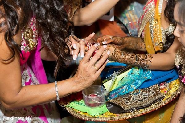 indian wedding mehndi,indian wedding henna,indian bride,indian wedding bangles