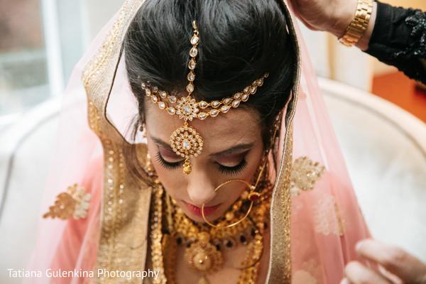 indian bride getting ready,indian wedding photography,indian wedding jewelry,indian bride