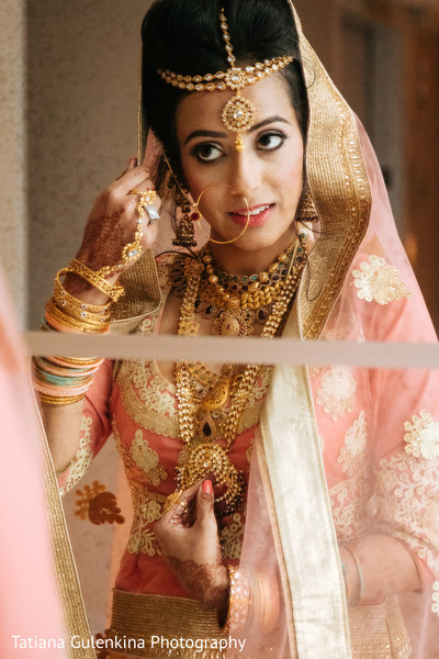 indian bride getting ready,indian wedding portrait,indian wedding jewelry,indian bride