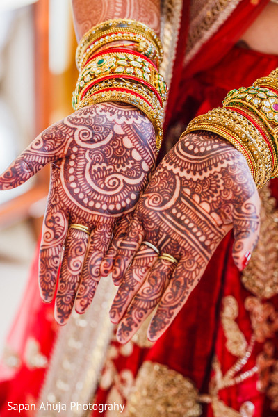 Hand bridal mehndi.