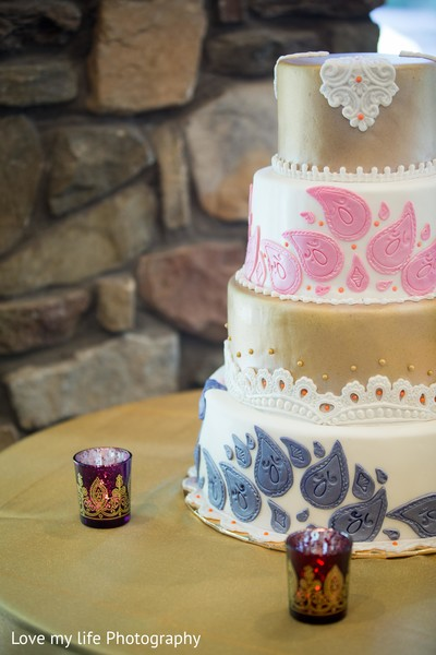 indian wedding cakes,tiered cake,white cake