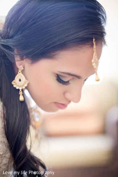 indian bride,indian bridal,indian wedding,indian wedding portraits,indian wedding jewelry,gold indian wedding jewelry