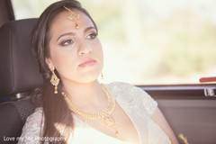 indian bride,indian bridal,indian wedding,indian wedding portraits,gold indian wedding jewelry,indian bridal jewelry