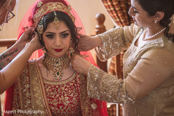 indian bride hair and makeup,bridal tikka,indian bride ceremony fashion