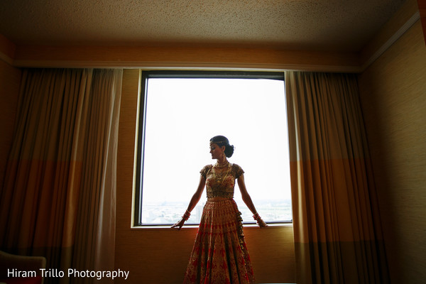 indian bridal fashions,indian bridal jewelry,indian bride getting ready,indian wedding portrait