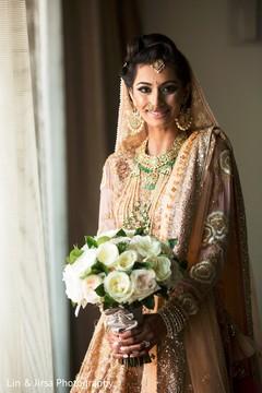 indian bridal bouquet,indian wedding mehndi,indian bride ceremony fashion
