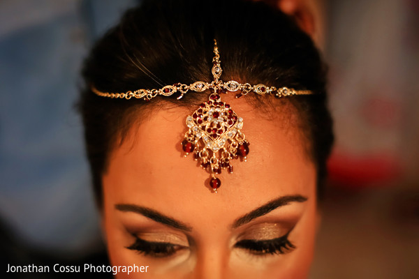 indian bride getting ready,indian bride,indian bridal jewelry
